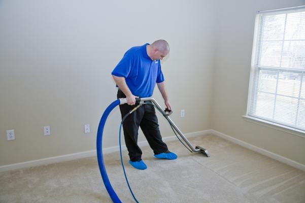 carpet-cleaning-augusta-ga-professional-man